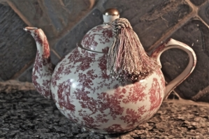 teapot-with-fringe