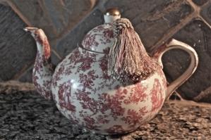 teapot-with-fringe
